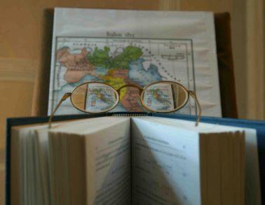 Gli occhiali del politico (Sulla nostra capacità di vedere gli altri): zoom sugli occhiali
